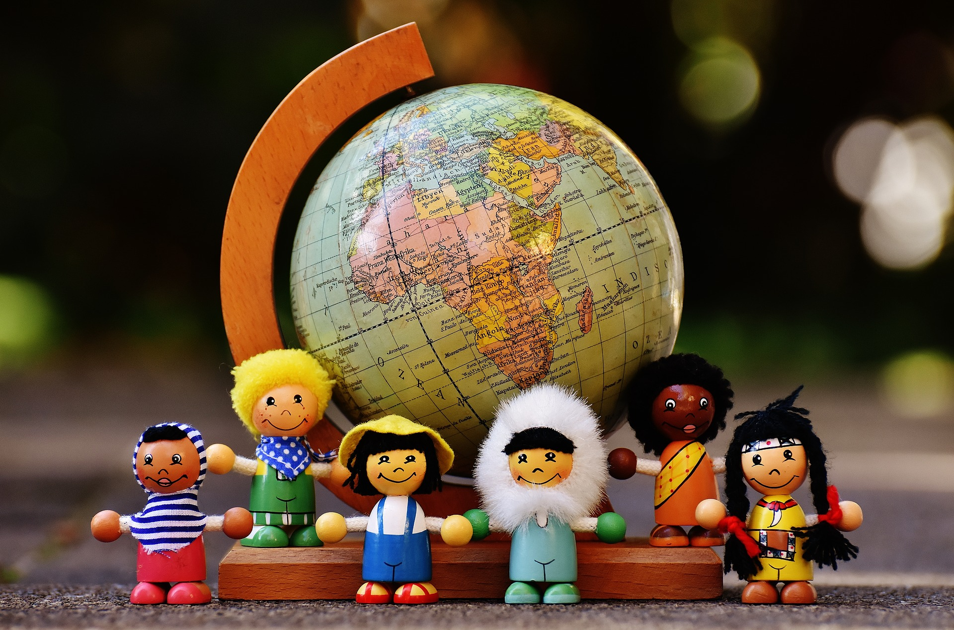 different-nationalities-1743392_1920